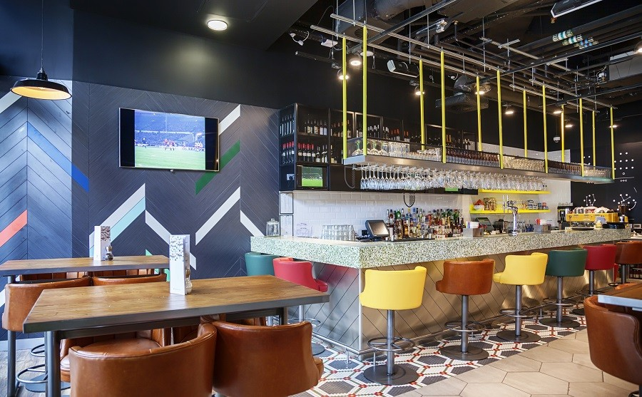 how-can-commercial-audio-visual-installations-improve-your-bar