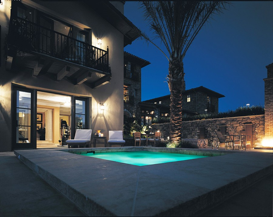why-outdoor-home-lighting-control-is-perfect-for-the-summer